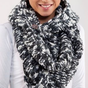 Lululemon Hickey Hider Chunky Knit Scarf Black OS